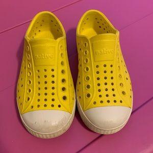 Size 9 canary yellow Natives